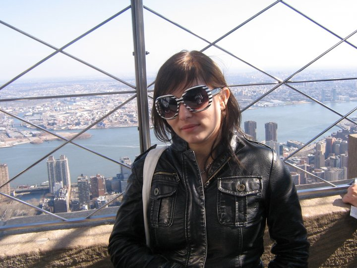 Camille dans L'Empire State Building