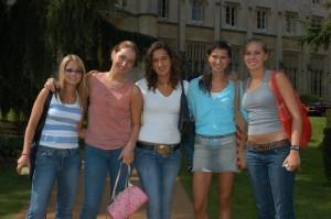 Des jeunes filles au pairs à l'université